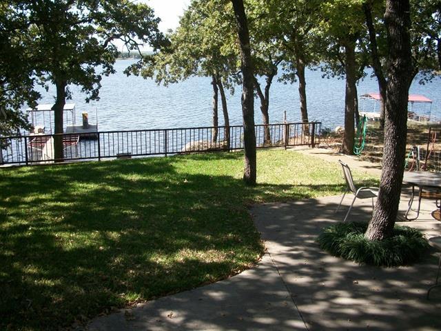 382 lakeside drive, bowie, TX 76230